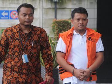 Staf Kemenpora Eko Triyanto (kanan) tiba di Gedung KPK, Jakarta, Rabu (23/1). Eko diperiksa untuk pengembangan suap terkait dana hibah dari Kemenpora ke KONI sebesar Rp 17 miliar. (Merdeka.com/Dwi Narwoko)