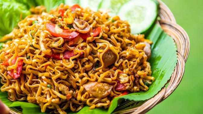 Resep Mie Goreng Spesial Bakso Sosis Telur - Lifestyle Fimela.com