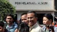 Mantan Dirut PT PLN Dahlan Iskan memenuhi panggilan penyidik Kejaksaan Tinggi DKI Jakarta, Jumat (5/6/2015). Dahlan diperiksa sebagai saksi terkait korupsi proyek pembangunan 21 Gardu Listrik Jawa-Bali-Nusa Tenggara.(Liputan6.com/Johan Tallo)