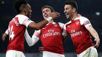 Bek Arsenal, Laurent Koscielny (kanan) berselebrasi setelah mencetak gol ke gawang Bournemouth pada laga lanjutan Liga Inggris, 2018-19 pekan ke-28 di Emirates Stadium, Rabu (27/2). The Gunners sukses menghantam Bournemouth 5-1. (Adam Davy/PA via AP)