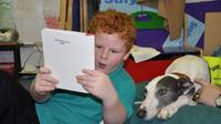 Anjing peliharaan dipercaya dapat membantu dan mendukung anak lebih pintar dan cepat membaca.