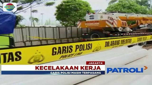 Polisi gelar olah TKP kasus pekerja tertimpa besi proyek pembangunan LRT di Pulomas, Jakarta Timur.