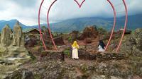 Bekas galian C di kaki Gunung Guntur, Garut, Jawa Barat, nampak terlihat indah setelah dipoles menjadi kawasan geowisata bagi pengunjung. (Liputan6.com/Jayadi Supriadin)