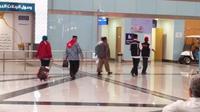 Ketiga jemaah haji Indonesia saat akan diperiksa di Bandara Amir Muhammad bin Abdul Aziz (AMAA) Madinah, Arab Saudi. (Liputan6.com/Muhammad Ali)