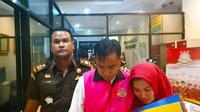 Tersangka korupsi MTQ di Indragiri Hulu ditahan Kejaksaan Negeri setempat untuk mempermudah penyidikan. (Liputan6.com/M Syukur)