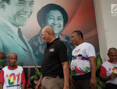 Aksi Cukur Gundul Pendukung Jokowi - Ma'ruf di Semarang