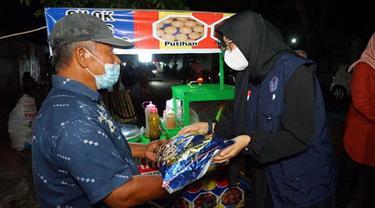 Bantu Kesejahteraan PKL dan Warung Kecil Bupati Banyuwangi Alokasikan Bantuan Tunai dan Sembako di Masa PPKM