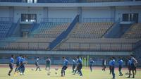 Skuat Persib Bandung menggelar latihan perdana di Stadion Gelora Bandung Lautan Api (GBLA), Senin (10/8/2020) pagi. (Foto: MO Persib)