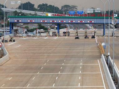 Gerbang Tol Cilandak Utama yang menghubungkan Depok-Antasari di kawasan Cilandak Timur, Jakarta, Minggu (23/9). Tol Depok-Antasari Seksi I sepanjang 5,8 kilometer ini telah rampung dan akan menjalani uji laik fungsi. (Liputan6.com/Immanuel Antonius)
