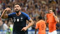 Striker Prancis, Olivier Giroud, merayakan gol yang dicetaknya ke gawang Prancis pada laga UEFA Nations League di Stade de France, Paris, Minggu (9/9/2018). Prancis menang 2-1 atas Belanda. (AFP/Franck Fife)
