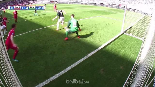 Nicolai Jorgensen mencetak gol indah dengan tendangan tumit yang melewati dua kaki Joel Drommel saat membawa Feyenoord menang 3-1 ...