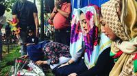 Keluarga ziarah ke makam Julia Perez jelang Ramadan. (Instagram/juliaperrezz)