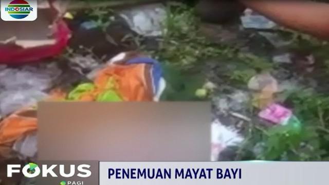 Pasca penemuan jasad bayi tersebut, petugas Polsek Sukomanunggal mencari sejumlah alat bukti tambahan seperti selimut pembungkus bayi dan rekaman cctv.