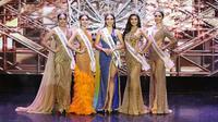 Para kontestan berpose selama kontes kecantikan Miss Grand Samut Sakhon di Bangkok pada 27 Juni 2021. (Foto: AFP/Miss Grand Thailand)