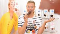 Maria Sharapova meluncurkan produk baru dari usaha kudapannya, Maria Sharapova Sugarpova Chocolate di Chicago Sweets & Snacks Expo pada 24 Mei 2016 di Chicago, Illinois.( Daniel Boczarski/Getty Images for Sugarpova/AFP)