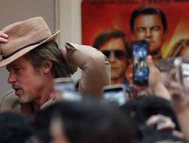 Gaya Necis Brad Pitt di Meksiko