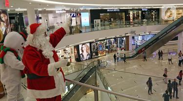 FOTO: Lengkapi Kebahagiaan Natal, Sinterklas Hibur Pengunjung Mal di Jakarta