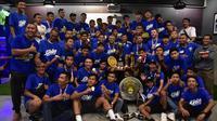 Raih juara Liga 1 2018, Persib Bandung U-19 jadi hiburan buat bobotoh. (Bola.com/Erwin Snaz)
