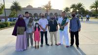 Mursidin (paling kanan) berfoto bersama teman-teman WNI seusai Shalat Idul Adha di Masjid Omar, New Orleans. (Dok Pribadi)