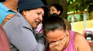 Keluarga korban kerusuhan penjara di Honduras.