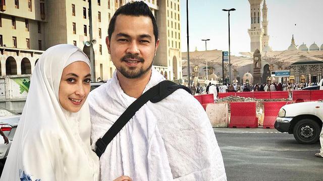 [Bintang] 11 Tahun Menikah, Ini 8 Foto Romantis Sultan Djorghi dan Annisa Trihapsari