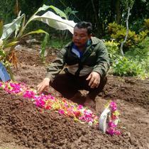 Korban insiden Surabaya Membara dimakamkan (Liputan6.com/Dian Kurniawan)