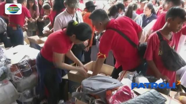 Pembagian makanan ringan gratis di Monas, Gambir, menyebabkan dua anak meninggal dunia, Wakil Gubernur DKI Jakarta Sandiaga Uno minta maaf.