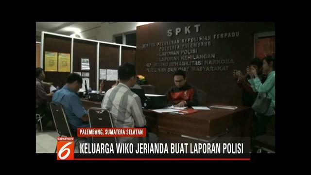 Keluarga Wiko Jerianda, korban kekerasan saat masa orientasi siswa di SMA Taruna Indonesia, membuat laporan ke Mapolres Palembang demi mengungkap penyebab kematian.