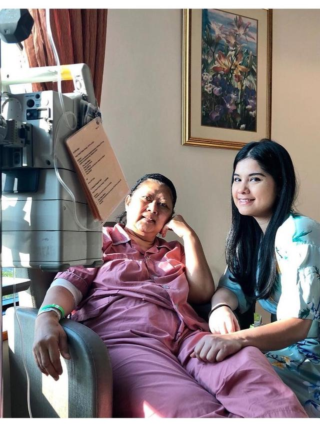 Potret Annisa Pohan setia temani Ani Yudhoyono
