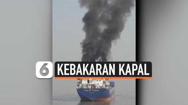 Kapal Kargo Tanto Ceria terbakar di Alur Pelayaran Barat Surabaya. Kebakaran diduga akibat korsleting listrik di ruang pandu. Hembusan angin membuat api membesar dan merembet ke ruang lainnya. 10 ABK yang berjaga panik dan menyelamatkan diri.