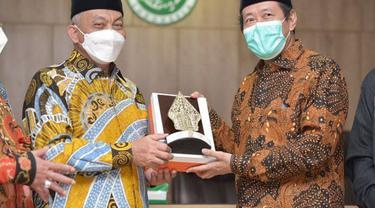 Presiden PKS, Ahmad Syaikhu bersama sejumlah fungsionarisnya berkunjung ke Kantor MUI. (Istimewa)