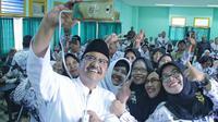 Calon Gurbernur Jawa Timur nomor urut 2 Saifullah Yusuf atau Gus Ipul dan ratusan guru se-Jatim yang juga anggota PGRI.