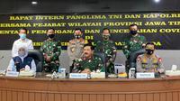 Rapat intern Panglima TNI dan Kapolri bersama pejabat wilayah provinsi Jawa Timur pada Jumat, 19 Juni 2020. (Foto: Liputan6.com/Dian Kurniawan)