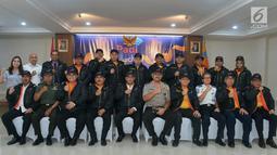 Menhub Budi Karya Sumadi foto bersama dengan Pengurus PADI, Jakarta, Senin (7/1). Didirikannya PADI bertujuan mengawal secara intensif dan menjadi payung hukum bagi para pengemudi, pengusaha, dan pengguna transportasi daring. (Merdeka.com/Iqbal S Nugroho)