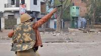 Kekerasan yang terjadi di sejumlah kota di India ketika protes masyarakat terkait UU kewarganegaraan pecah. (Source: AP)