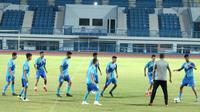 Timnas Bahrain U-23 saat latihan di Stadion SPOrT Jabar, Jalan Arcamanik, Kota Bandung, Selasa (14/8/2018). (Bola.com/Muhammad Ginanjar)