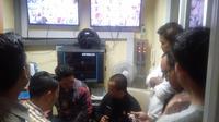 Kasubdit unit 1 Jatanras Ditreskrimum Polda Metro Jaya AKP Niko Purba saat menyambangi RSUD Tarakan terkait sembako maut di Monas. (Merdeka.com/Muhammad Genantan Saputra)