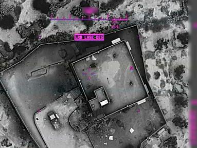 Gambar dari video yang dirilis Departemen Pertahanan AS pada 30 Oktober 2019 menunjukkan rumah persembunyian pemimpin ISIS Abu Bakr al-Baghdadi. Pentagon merilis video dan foto operasi militer pasukan khusus AS yang menewaskan Abu Bakr al-Baghdadi pada 26 Oktober 2019. (Department of Defense via AP)
