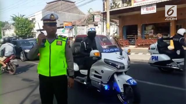 Empat polisi di Solo banjir pujian lantara mendahulukan ambulans ketimbang rombongan presiden untuk melintas.