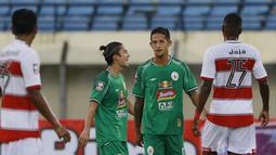 Pelatih Dejan Antonic juga bakal dipermudah dengan adanya kedua pemain itu untuk meracik strategi dengan melihat pengalaman keduanya yang pernah satu tim. (Bola.com/M. Iqbal Ichsan)