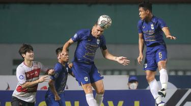 PSIS Semarang melanjutkan tren tak terkalahkan hingga pekan ke-5 BRI Liga 1 2021/2022 usai bermain imbang 0-0 dengan Madura United di Stadion Wibawa Mukti, Rabu (29/9/2021). Dengan koleksi 11 poin, Laskar Mahesa Jenar menempati posisi 3 klasemen sementara. (Bola.com/Bagaskara Lazuardi)