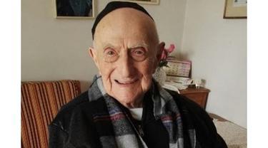 Tapi, pria Yahudi itu menghadapi tantangan dalam memverifikasi klaim soal usianya karena dia diminta untuk memberikan bukti konkret dalam bentuk dokumentasi resmi.