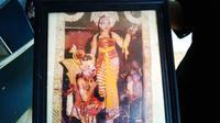Foto kenangan pasangan penari wayang orang Sriwedari Solo, Yohana Darsi Pudyorini dan Rusman Hardjowibakso. (Liputan6.com/Reza Kuncoro)