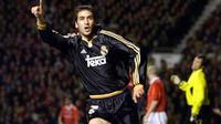 Selebrasi striker Real Madrid Raul Gonzalez usai jebol gawang MU di leg kedua perempat final Liga Champions di Old Trafford, Manchester, 19 April 2000. Real unggul 3-2. AFP PHOTO / ADRIAN DENNIS.