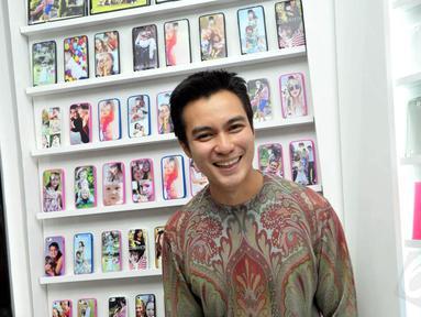 Baim Wong langsung tertawa saat disinggung soal kabar berpacaran dengan janda Uje, Pipik Dian Irawati, Jakarta, (18/9/14). (Liputan6.com/Panji Diksana)