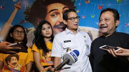 Sandiaga Uno usai menonton film Benyamin: Biang Kerok di Jakarta Theater XXI, Jakarta, Rabu 28 Februari 2018. Ia juga mengajak warganya untuk menyaksikan film garapan sutradara Hanung Bramantyo tersebut. (Adrian Putra/Bintang.com)
