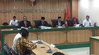 Bawaslu membacakan putusan terkait laporan pihak BPN Prabowo-Sandiaga yang menuding ada kecurangan terstruktur, sistematis, dan masif.