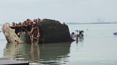 Bangkai kapal MV Mentari Crystal (Dian Kurniawan/Liputan6.com)