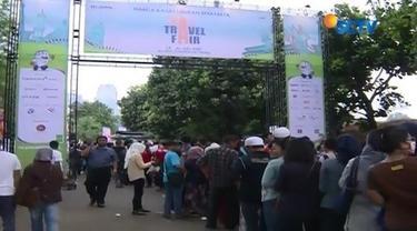 Antrean calon penumpang di KAI Travel Fair 2017 membludak hingga 2 kilometer di Jakarta Convention Center.