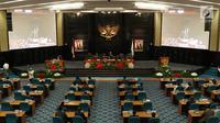 Suasana sidang paripurna istimewa di Gedung DPRD DKI Jakarta, Rabu (31/5). DPRD DKI Jakarta mengusulkan kepada Kemendagri untuk mengangkat Djarot sebagai Gubernur DKI. (Liputan6.com/Immanuel Antonius)